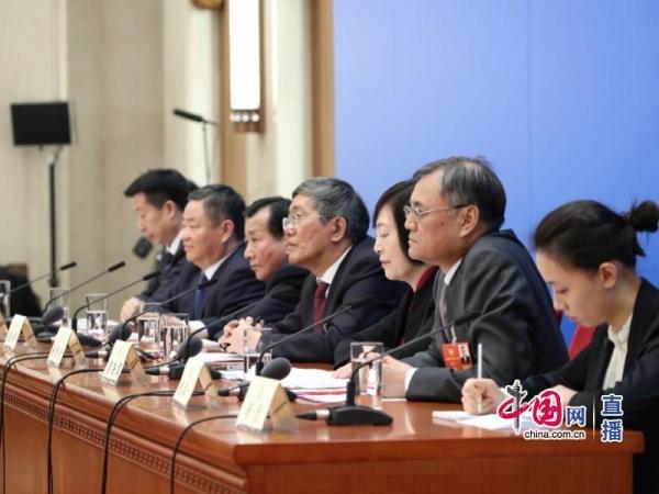 政协委员谈推动经济高质量发展记者会